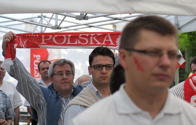 Ryszard Czarnecki (z szalikiem), wiceprezes Polskiego Związku Piłki Siatkowej