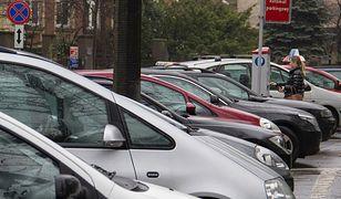 Wrocławscy kierowcy będą mogli zapłacić karta w parkometrze nie tylko za postój, ale także karę za brak biletu parkingowego.