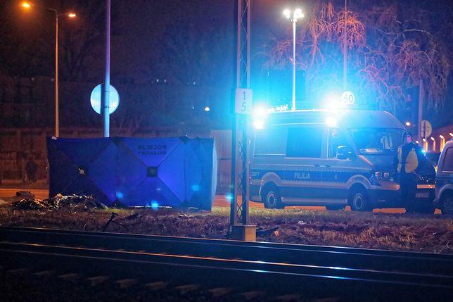 Warszawa, 14.12.2020. Miejsce śmiertelnego potrącenia przez pociąg na torach przy ul. Radzymińskiej w Warszawie.