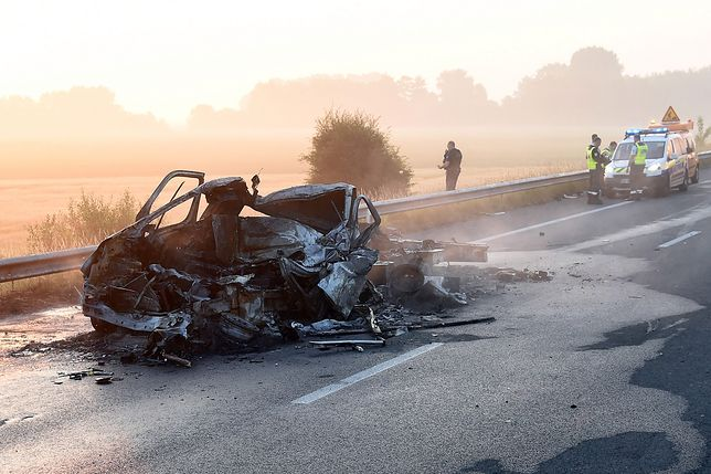 Spalony van, którym jechał polski kierowca
