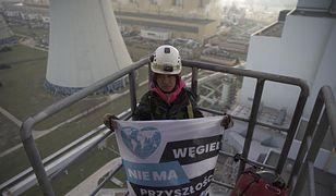 Greenpeace walczy o klimat. Działacze protestują ze szczytu komina chłodniczego elektrowni Bełchatów.