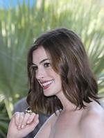 Anne Hathaway zamieszkała z mamą