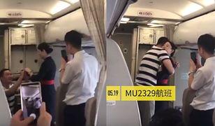 Stewardessa przyjęła oświadczyny i straciła pracę