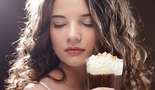 Słodkie napoje z popularnych sieci kawiarni mają więcej cukru, niż moglibyśmy przypuszczać.