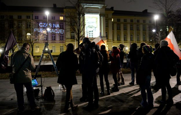 Protest Partii Razem przed Kancelarią Prezesa Rady Ministrów