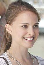 """Scruples"": Michael Sucsy i Natalie Portman w domu mody"