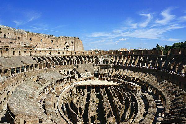 Wandal z Rosji wyrył swoje inicjały na ścianie Koloseum. Milion euro odszkodowania