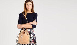 Torba worek to modny i praktyczny wybór - można wyposażyć się w model prosty lub ze ściągaczem