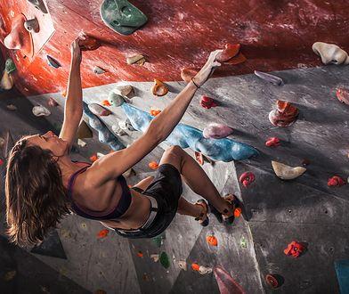 Bouldering to forma wspinaczki na niskich wysokościach bez zabezpieczenia liną.