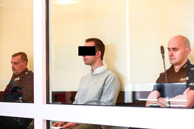 Oskarżony o pobicie wykładowcy 29-letni Maciej K.