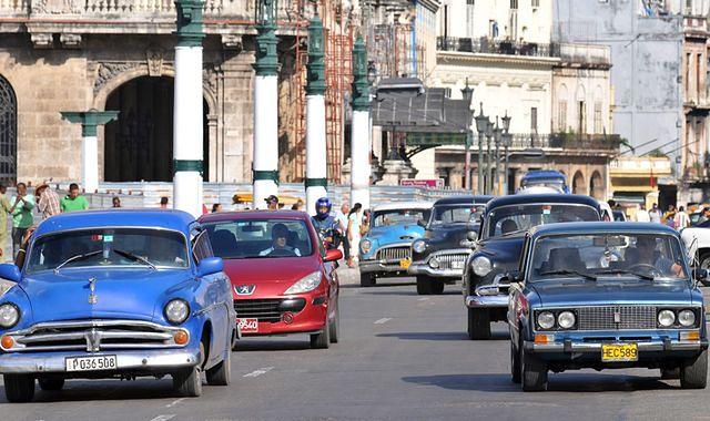 Po raz pierwszy od 55 lat Kubańczycy mogą kupować auta bez zgody rządu