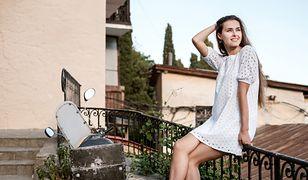 Biała sukienka to niezaprzeczalny hit sezonu letniego.