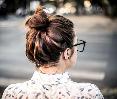 Czy wiązanie włosów jest bezpieczne? Wszystko zależy od kondycji pasm.