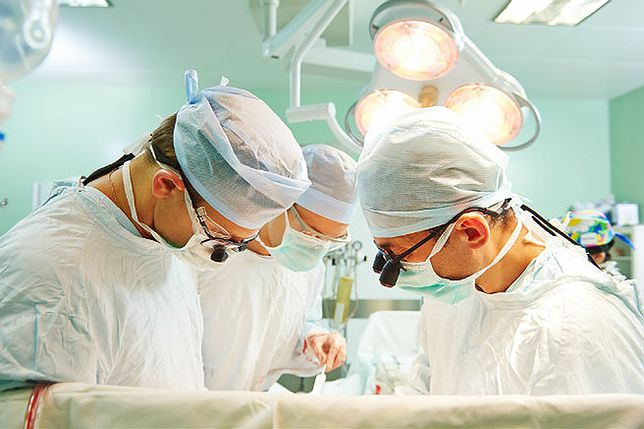 Wrocław: 57-latkowi usunięto zdrową nerkę. Po prawie dwóch miesiącach pacjent opuścił szpital