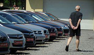 Ile naprawdę mają przebiegu auta używane?