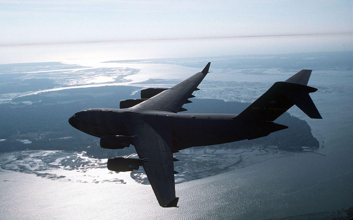 USA brakuje bombowców? Testują zrzucanie pocisków z transportowców