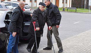 Jarosław Kaczyński ma duże problemy z poruszaniem się