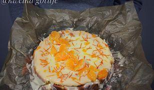 Mandarynkowy sernik z mascarpone i polewą z białej czekolady