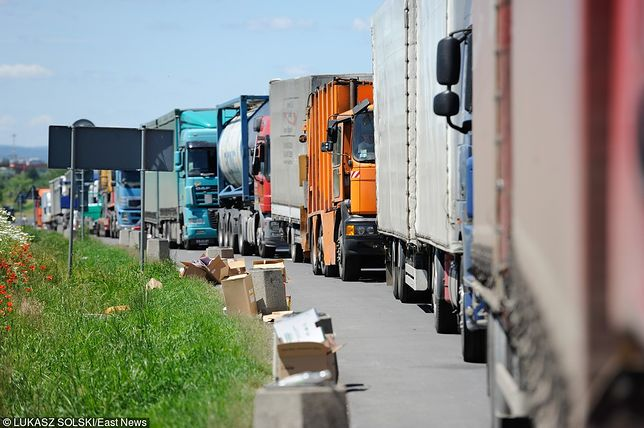 Gigantyczna kolejka przed przejściem granicznym w Dorohusku. Ponad 800 ciężarówek