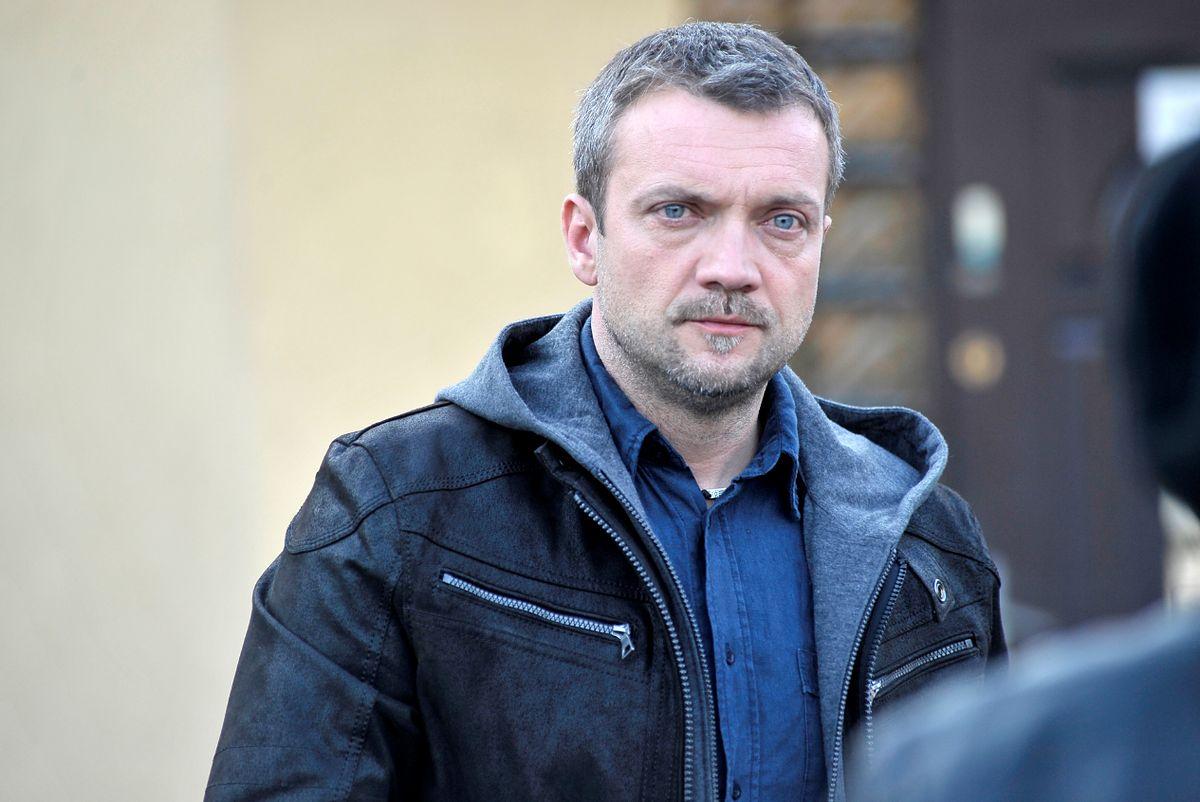 """Sebastian Wątroba na planie """"W11 - Wydział Śledczy"""" (AKPA)"""