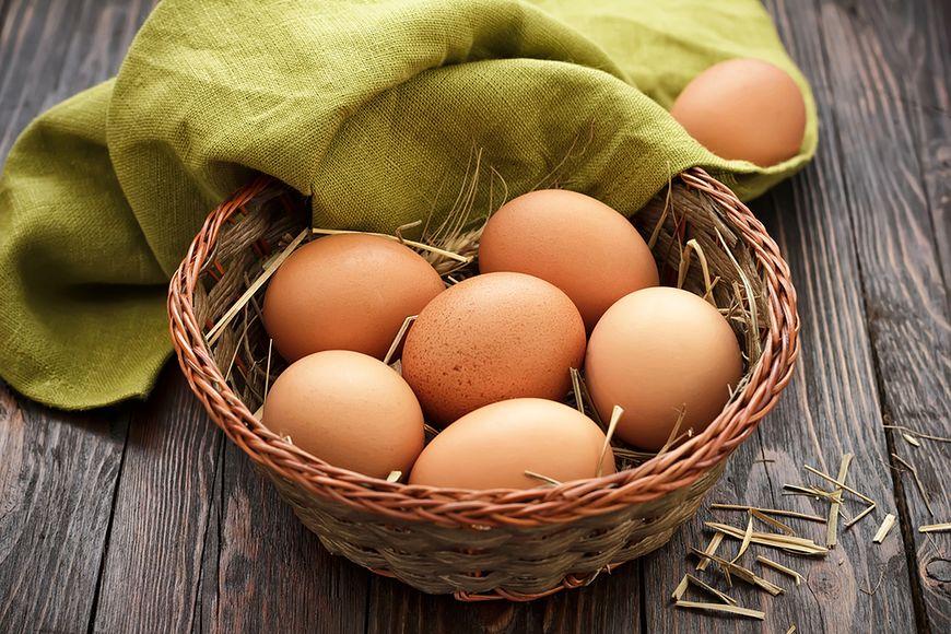 Spożywanie jaj bogatych w cholesterol podnosi jego poziom w organizmie
