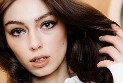 Mocny makijaż. Jak stylowo i wyraziście podkreślić oczy? Poznaj propozycję na wieczór
