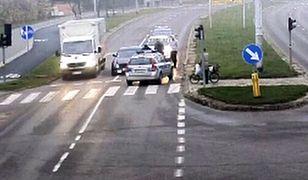 Zasnął na skrzyżowaniu w Olsztynie. Nie był pijany