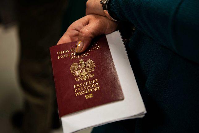Koronawirus w Polsce. Coraz więcej osób donosi o problemach z wyrobieniem paszportów