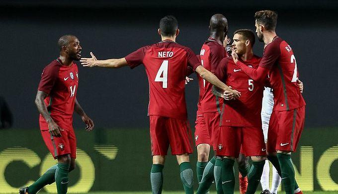 9511ecd4d Towarzysko: dwa gole Cristiano Ronaldo w doliczonym czasie gry dały ...