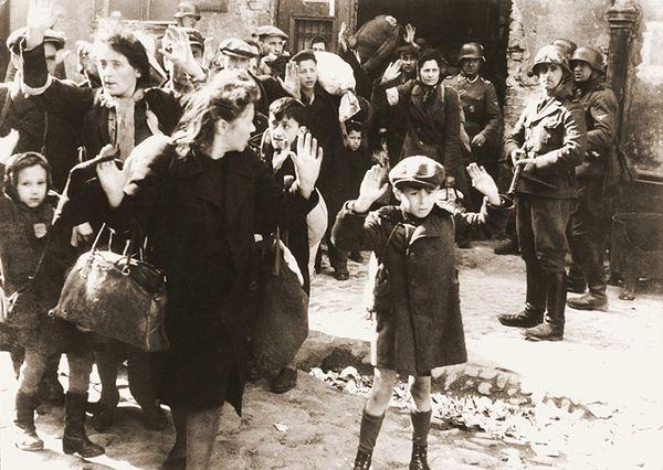 Żydzi w warszawskim getcie.