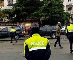 Gruzja. Uzbrojony mężczyzna przetrzymuje zakładników. Trwa akcja policyjna