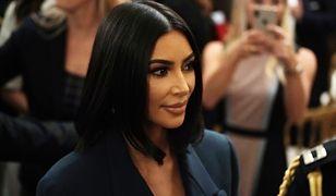 Nude sukienka w stylu Kim Kardashian. Sprawdź, gdzie można taką kupić