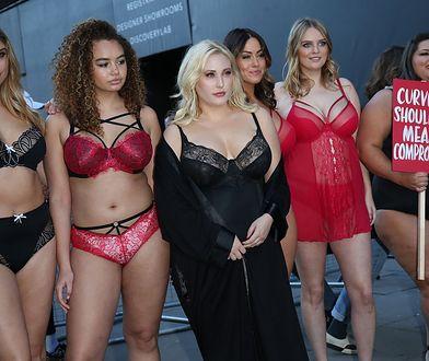Modelki plus size protestują w Londynie. Robią to w samej bieliźnie