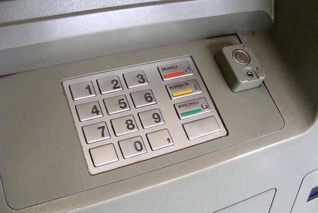 Złodzieje chcieli okraść dwa bankomaty w Gdyni. Ich łupem padło kilkadziesiąt tysięcy złotych