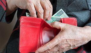 """""""To najbardziej samotne osoby na świecie"""" - mówi o najstarszych klientach pracowniczka kasyna."""