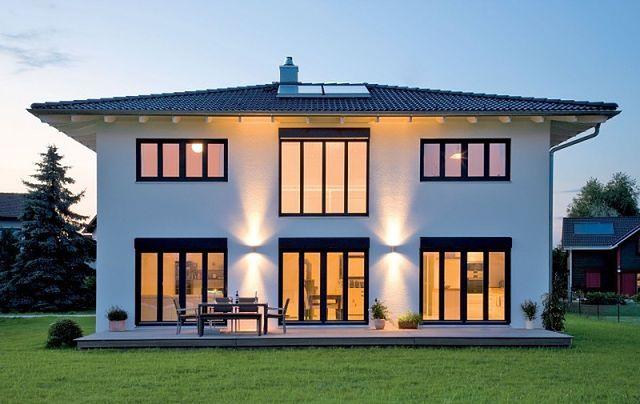 Okna na elewacji ogrodowej: jedno większe czy kilka mniejszych?