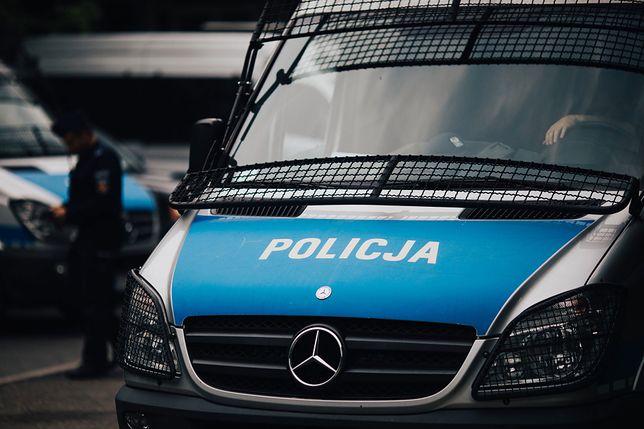 Policjant zauważył poszukiwanego mężczyznę udzielającego wywiadu w telewizji