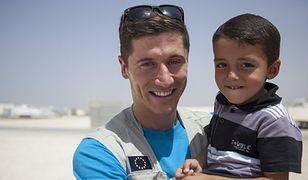 #dziejesienazywo: Robert Lewandowski pomaga dzieciom w Nepalu
