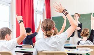 W Niemczech zwłaszcza nauczyciele szkół publicznych podlegają obowiązkowi neutralności