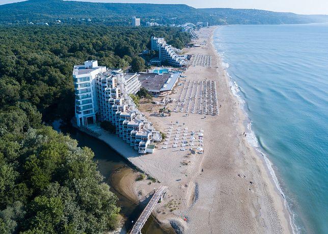 Nadmorskie hotele w Albenie są położone pomiędzy gęstym lasem, a płytkim morzem