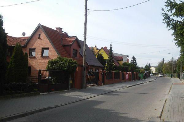 Zdjęcie ilustracyjne pokazujące zabudowę szeregową  w Gdańsku, czyli miejsce podobne do tego, w którym doszło do akcji