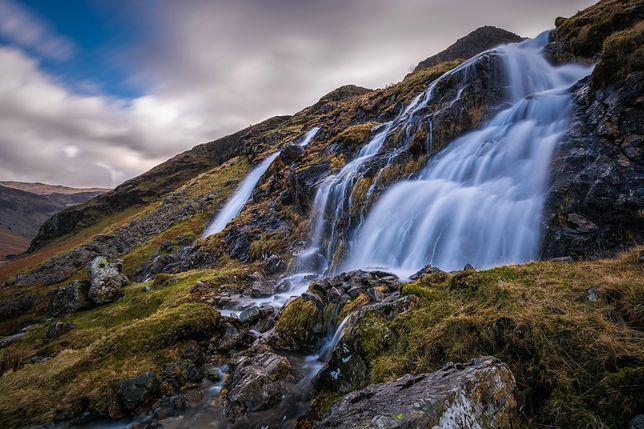 Wielka Brytania: wiatr zmienił bieg wodospadu. Jest nagranie