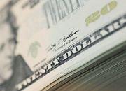 Dolar słabnie wbrew danym