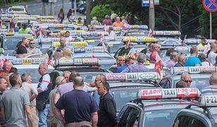 Protest taksówkarzy w Warszawie. Zapowiadają duże utrudnienia i nie chcą ujawnić trasy (na zdjęciu protest taksówkarzy w Poznaniu)