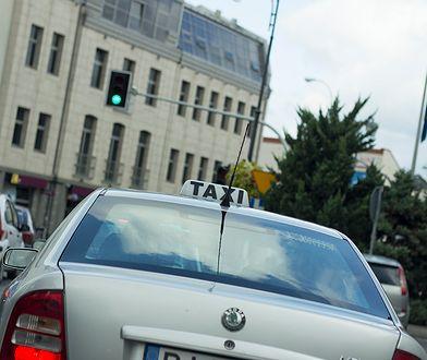 Protest taksówkarzy 2019 - wielogodzinne utrudnienia na A2 i w centrum Warszawy.