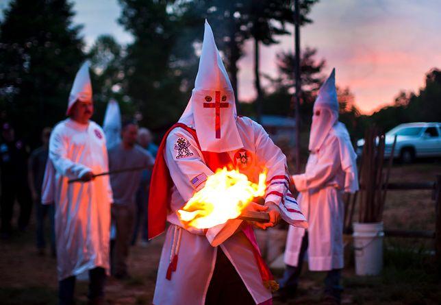 """Nazwa Ku Klux Klan prawdopodobnie pochodzi od greckiego słowa """"kyklos"""" (okrąg, koło)"""