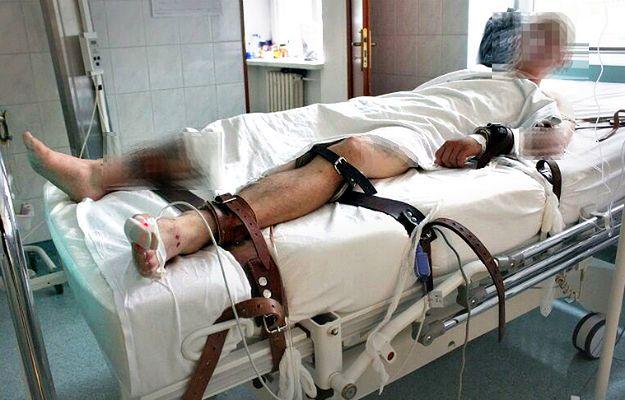 """Przerażająca relacja lekarza: """"Musieliśmy pasami przywiązać go do łóżka"""""""