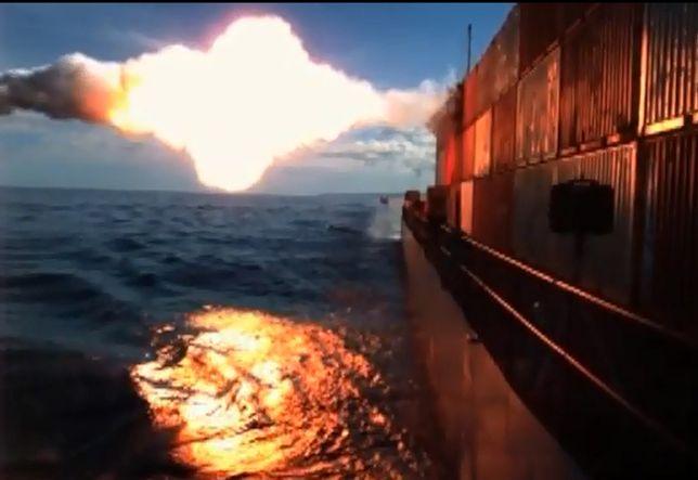 Udany test Tomahawka: uderza w płynący statek - pokazano wideo