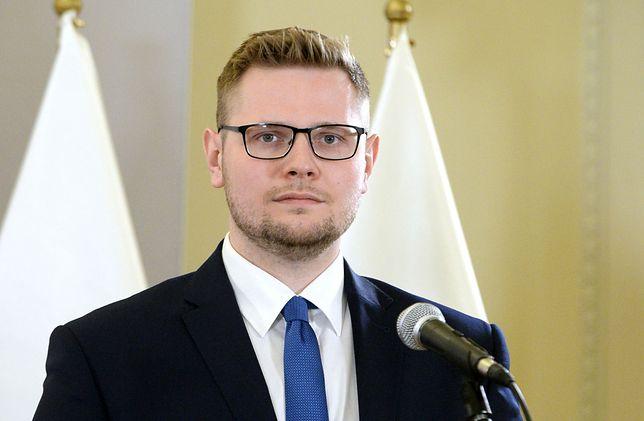Koronawirus w Polsce. Michał Woś przestrzega innych. Minister opowiedział o zakażeniu i chorobie