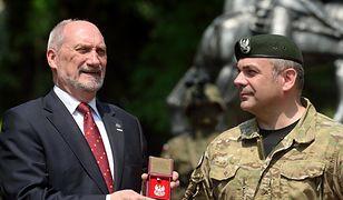 Minister Macierewicz i dowódca WOT gen. Kukuła
